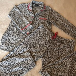 Ellen Tracy Fuzzy PJ Set 💕